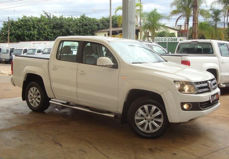 //www.autoline.com.br/carro/volkswagen/amarok-20-highline-16v-diesel-4p-automatico-4x4-turb/2013/brasilia-df/8969618