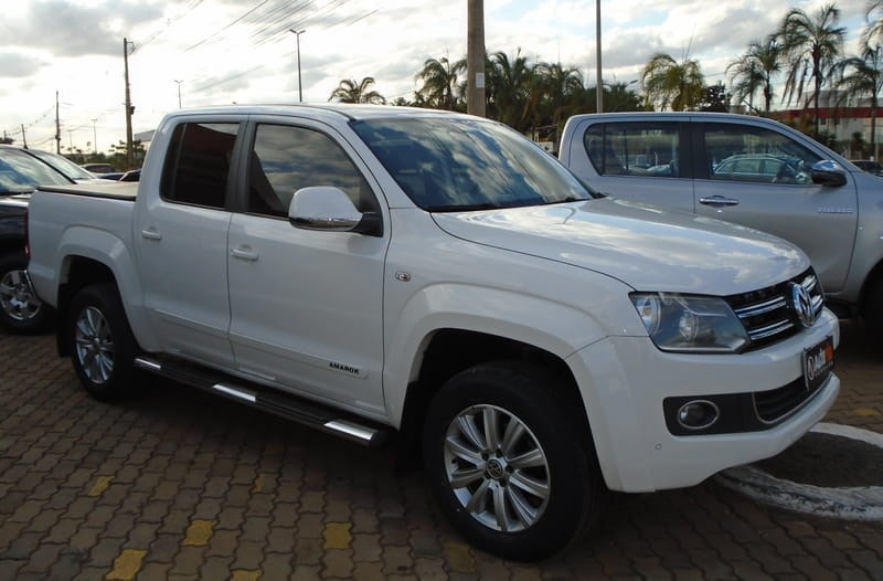 //www.autoline.com.br/carro/volkswagen/amarok-20-highline-16v-diesel-4p-automatico-4x4-turb/2015/brasilia-df/9161599
