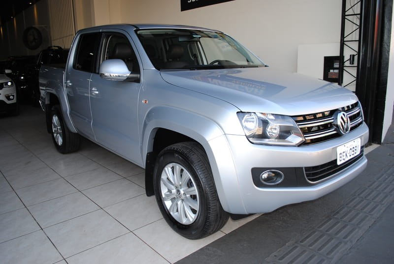 //www.autoline.com.br/carro/volkswagen/amarok-20-highline-16v-diesel-4p-automatico-4x4-turb/2015/londrina-pr/9419617