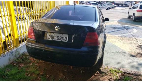 //www.autoline.com.br/carro/volkswagen/bora-20-confortline-8v-gasolina-4p-automatico/2001/osasco-sp/8168551