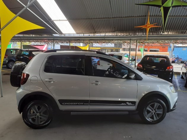 //www.autoline.com.br/carro/volkswagen/crossfox-16-8v-flex-4p-manual/2012/varzea-paulista-sp/12139431