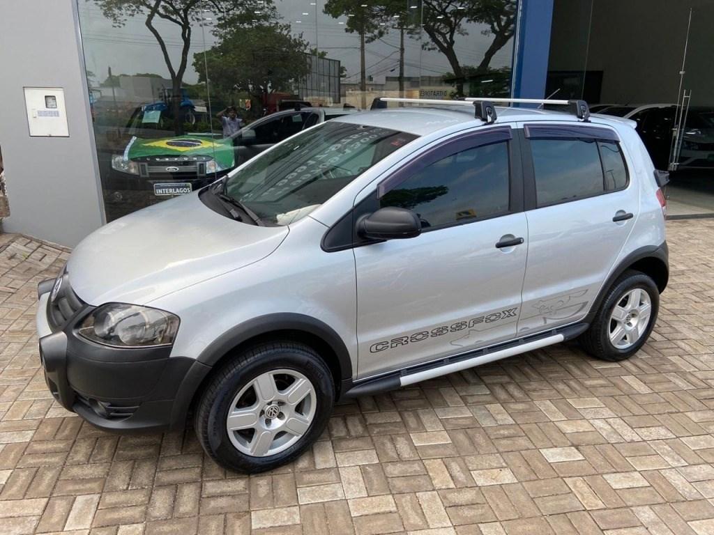 //www.autoline.com.br/carro/volkswagen/crossfox-16-8v-flex-4p-manual/2010/umuarama-pr/13080702