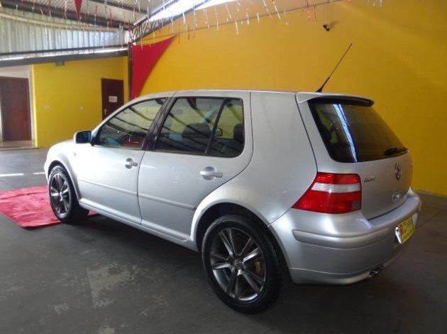 //www.autoline.com.br/carro/volkswagen/golf-18-gti-20v-gasolina-4p-turbo-manual/2004/tres-lagoas-ms/10802637