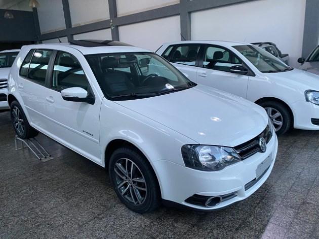 //www.autoline.com.br/carro/volkswagen/golf-16-sportline-8v-flex-4p-manual/2013/goianesia-go/11114488