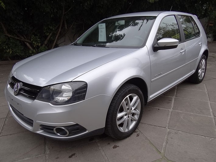 //www.autoline.com.br/carro/volkswagen/golf-20-sportline-8v-flex-4p-tiptronic/2012/porto-alegre-rs/12242409