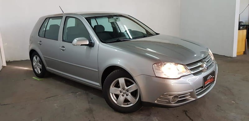 //www.autoline.com.br/carro/volkswagen/golf-16-8v-flex-4p-manual/2011/cascavel-pr/12254055