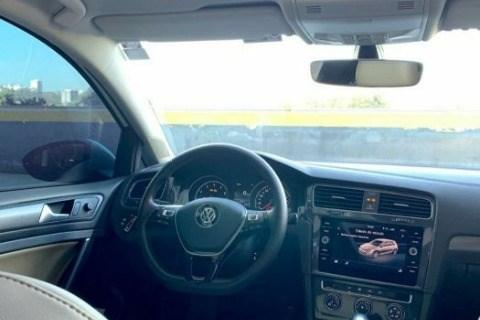 //www.autoline.com.br/carro/volkswagen/golf-10-200-tsi-comfortline-12v-flex-4p-turbo-auto/2018/sao-paulo-sp/12823425