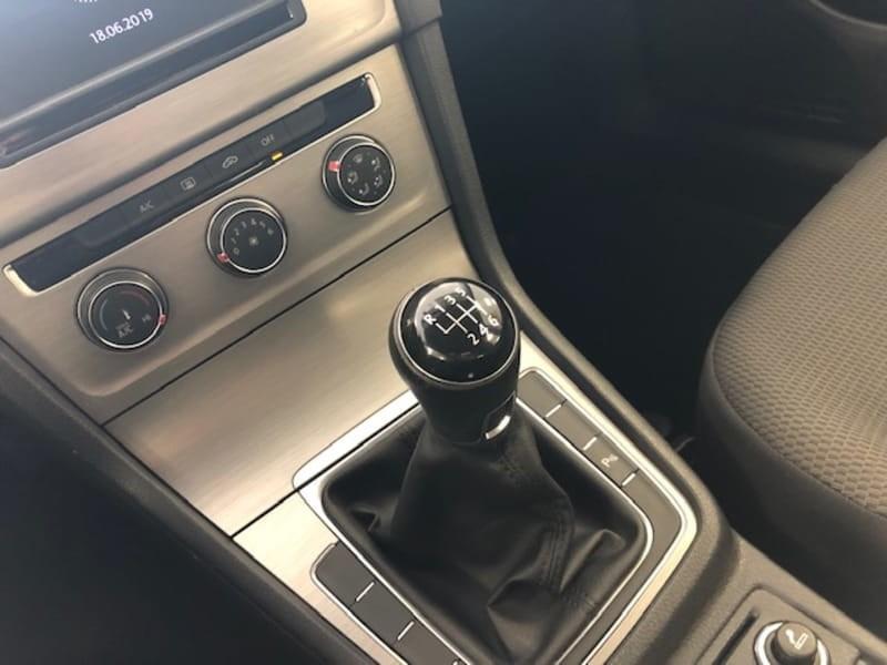 //www.autoline.com.br/carro/volkswagen/golf-10-tsi-comfortline-12v-flex-4p-manual/2017/curitiba-pr/8820835