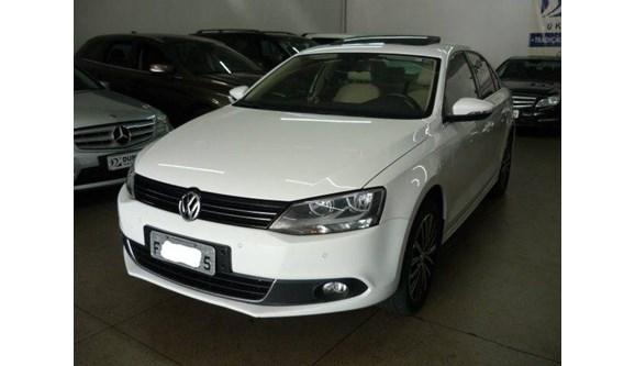 //www.autoline.com.br/carro/volkswagen/jetta-20-tsi-highline-16v-sedan-gasolina-4p-dsg/2013/aracatuba-sp/10186088