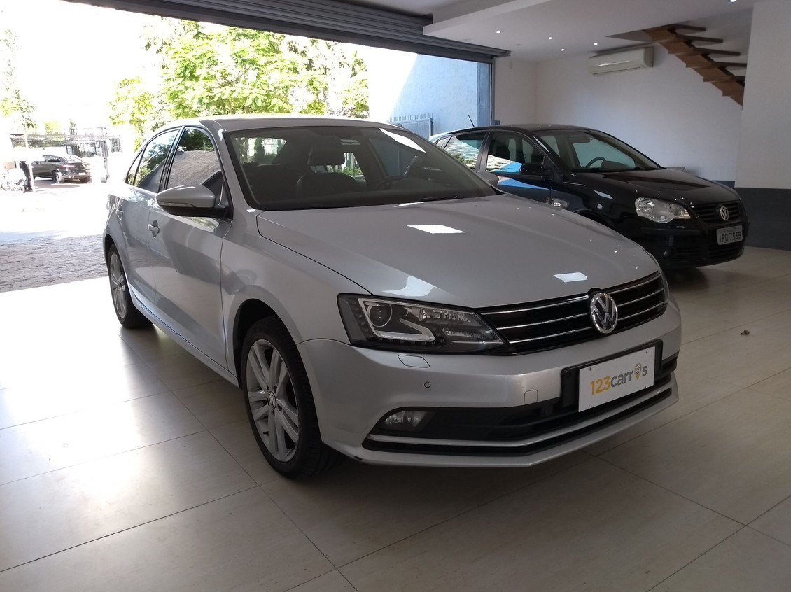 //www.autoline.com.br/carro/volkswagen/jetta-20-tsi-highline-16v-gasolina-4p-turbo-dsg/2016/sao-paulo-sp/12902106