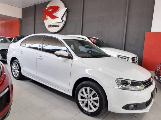 //www.autoline.com.br/carro/volkswagen/jetta-20-comfortline-8v-flex-4p-tiptronic/2014/sao-paulo-sp/13103821