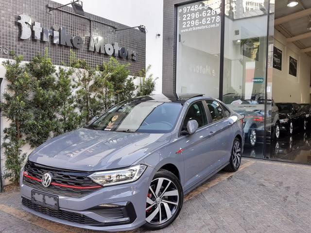//www.autoline.com.br/carro/volkswagen/jetta-20-350-tsi-gli-16v-gasolina-4p-turbo-dsg/2020/sao-paulo-sp/13176130