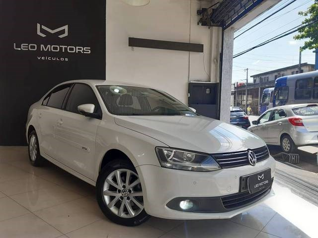//www.autoline.com.br/carro/volkswagen/jetta-20-comfortline-8v-flex-4p-tiptronic/2013/sao-paulo-sp/13369133