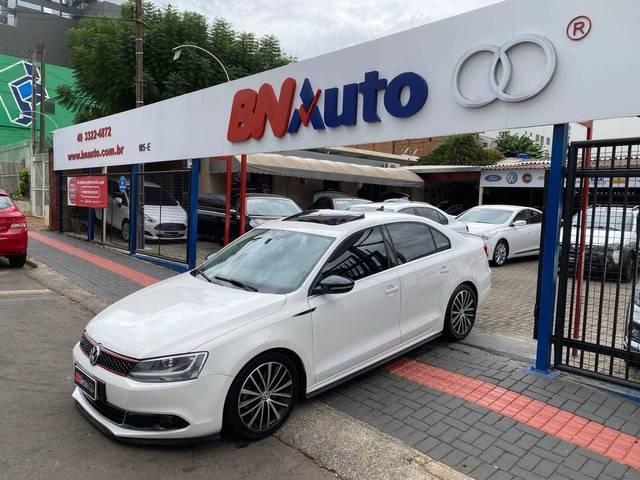 //www.autoline.com.br/carro/volkswagen/jetta-20-tsi-highline-16v-gasolina-4p-turbo-dsg/2013/chapeco-sc/14539901