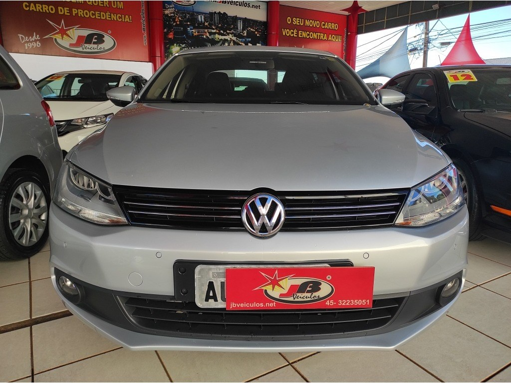 //www.autoline.com.br/carro/volkswagen/jetta-20-comfortline-8v-flex-4p-manual/2011/cascavel-pr/14564217