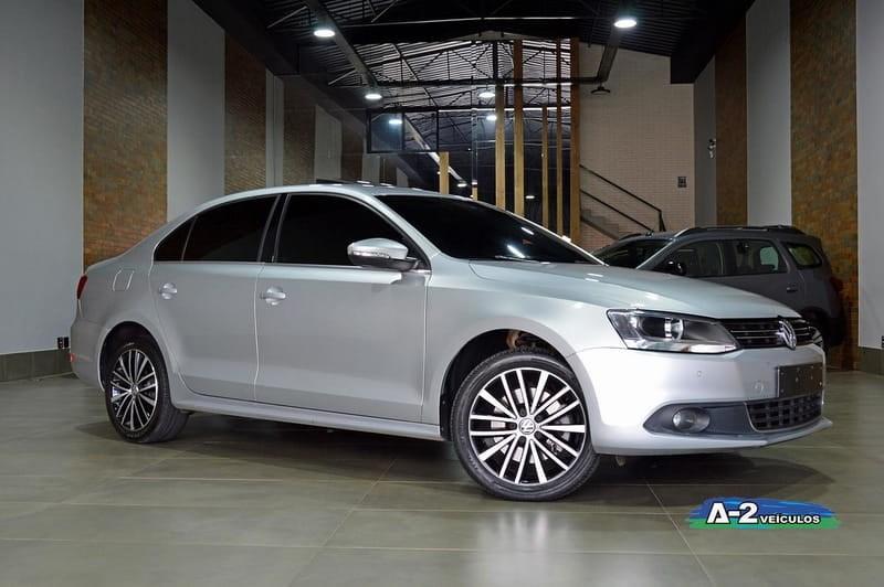 //www.autoline.com.br/carro/volkswagen/jetta-20-tsi-highline-16v-gasolina-4p-turbo-dsg/2012/campinas-sp/14641530