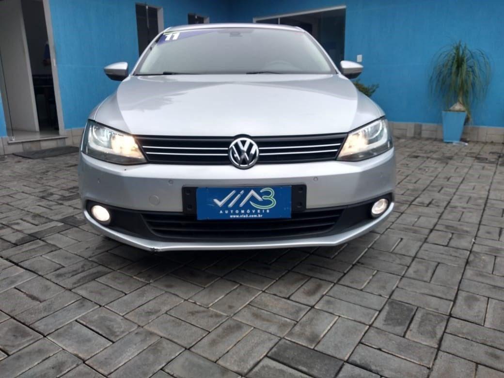 //www.autoline.com.br/carro/volkswagen/jetta-20-comfortline-8v-flex-4p-tiptronic/2011/tres-rios-rj/14836921