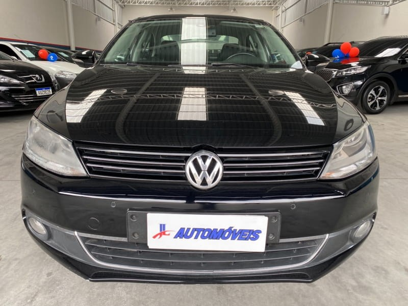//www.autoline.com.br/carro/volkswagen/jetta-20-tsi-highline-16v-gasolina-4p-turbo-dsg/2013/curitiba-pr/14894100