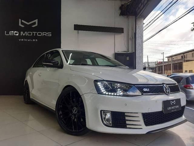 //www.autoline.com.br/carro/volkswagen/jetta-20-tsi-highline-16v-gasolina-4p-turbo-dsg/2013/sao-paulo-sp/14994124