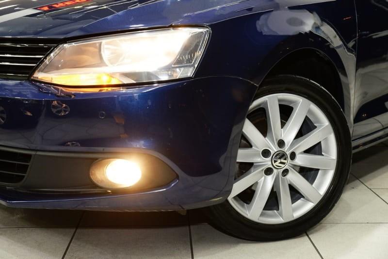 //www.autoline.com.br/carro/volkswagen/jetta-20-comfortline-8v-flex-4p-tiptronic/2014/sao-paulo-sp/15217911