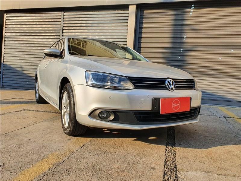 //www.autoline.com.br/carro/volkswagen/jetta-20-comfortline-8v-flex-4p-tiptronic/2013/sao-paulo-sp/15842286