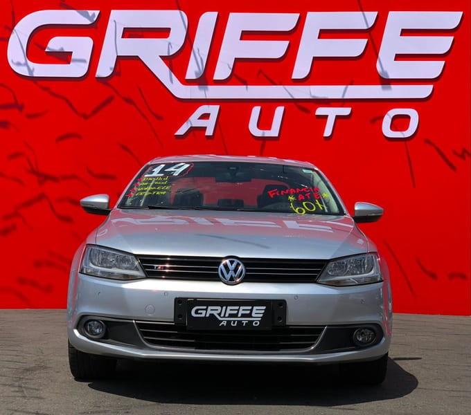 //www.autoline.com.br/carro/volkswagen/jetta-20-comfortline-8v-flex-4p-tiptronic/2014/curitiba-pr/15850230