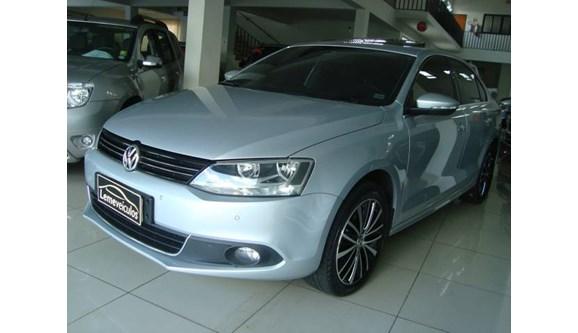 //www.autoline.com.br/carro/volkswagen/jetta-20-highline-16v-sedan-gasolina-4p-dsg/2013/leme-sp/7459729