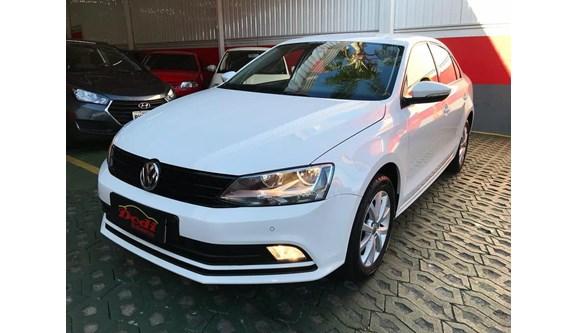 //www.autoline.com.br/carro/volkswagen/jetta-20-line-116cv-4p-flex-manual/2015/curitiba-pr/8061373