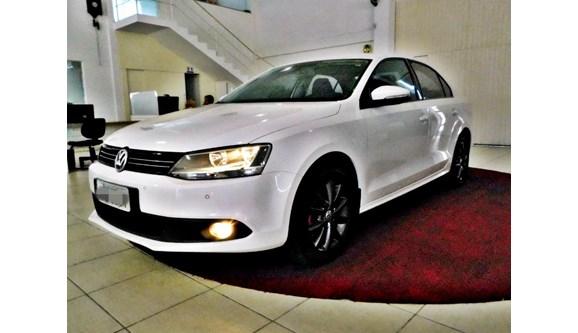 //www.autoline.com.br/carro/volkswagen/jetta-20-comfortline-8v-sedan-flex-4p-automatico/2014/brusque-sc/3573854