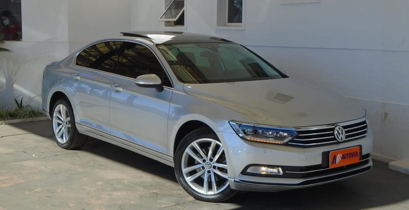 //www.autoline.com.br/carro/volkswagen/passat-20-tsi-highline-16v-gasolina-4p-turbo-dsg/2017/brasilia-df/12584979