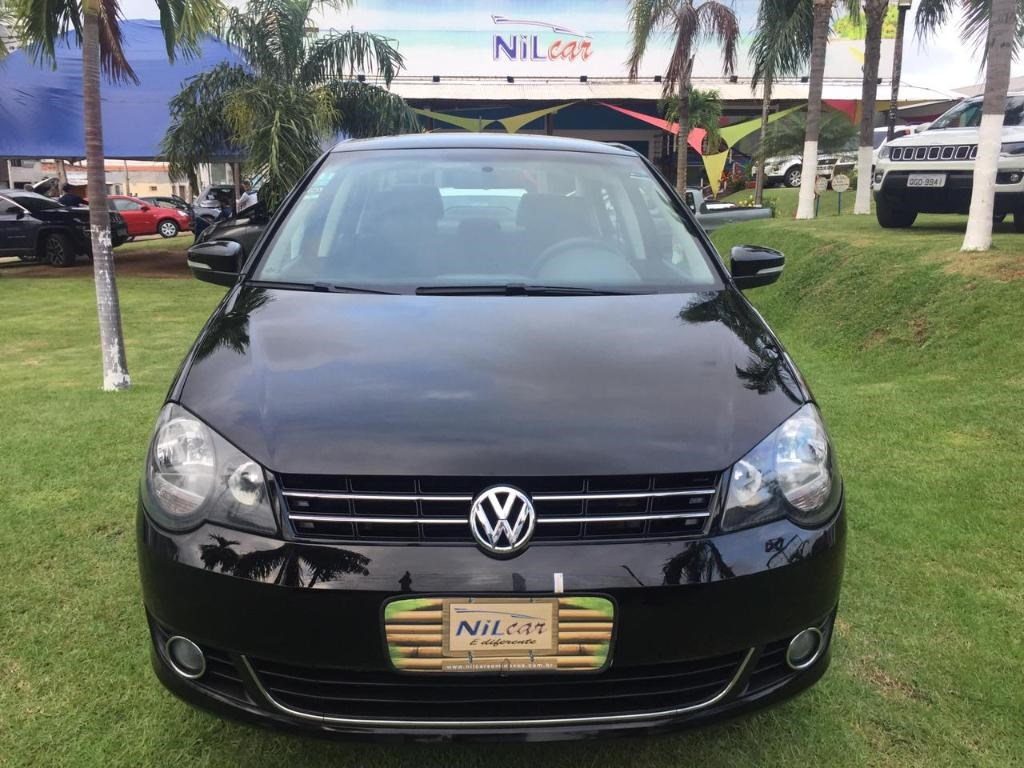 //www.autoline.com.br/carro/volkswagen/polo-16-sedan-comfortline-8v-flex-4p-manual/2014/natal-rn/14725280