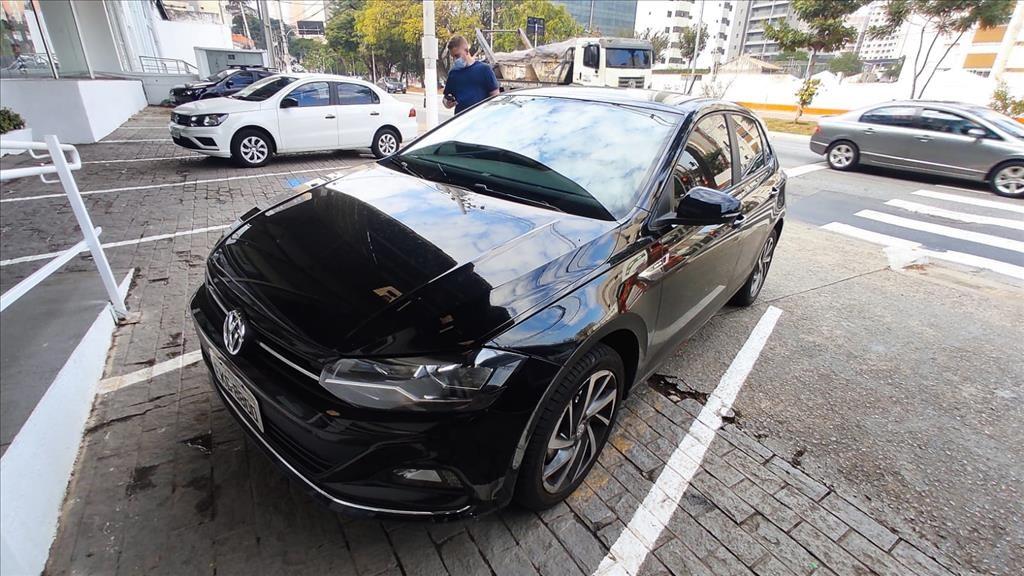 //www.autoline.com.br/carro/volkswagen/polo-10-hatch-200-tsi-highline-12v-flex-4p-turbo-a/2019/sao-paulo-sp/14956728