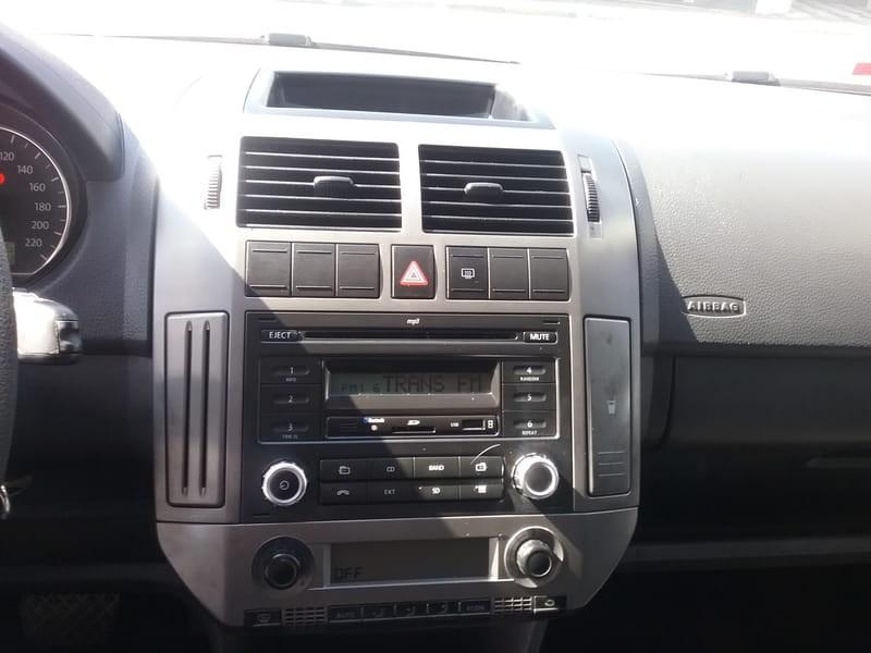 //www.autoline.com.br/carro/volkswagen/polo-16-8v-sedan-flex-4p-i-motion/2013/mogi-das-cruzes-sp/8741596