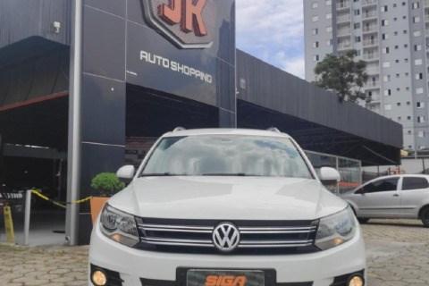 //www.autoline.com.br/carro/volkswagen/tiguan-20-tsi-16v-gasolina-4p-4x4-turbo-automatico/2015/sao-jose-dos-campos-sp/13764130