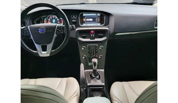 //www.autoline.com.br/carro/volvo/v40-20-dynamic-20v-gasolina-4p-automatico/2014/belo-horizonte-mg/11821543