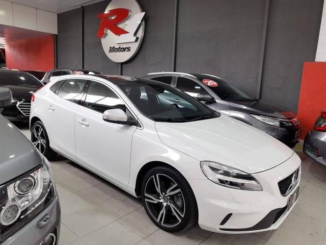 //www.autoline.com.br/carro/volvo/v40-20-r-design-16v-gasolina-4p-automatico/2018/sao-paulo-sp/12971550