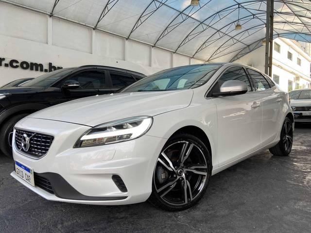 //www.autoline.com.br/carro/volvo/v40-20-t5-r-design-16v-gasolina-4p-turbo-automati/2018/sao-paulo-sp/14664665