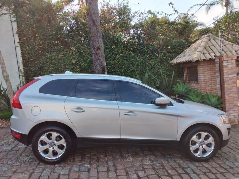 //www.autoline.com.br/carro/volvo/xc60-30-dynamic-24v-gasolina-4p-automatico-4x4-tur/2011/porto-alegre-rs/12094180