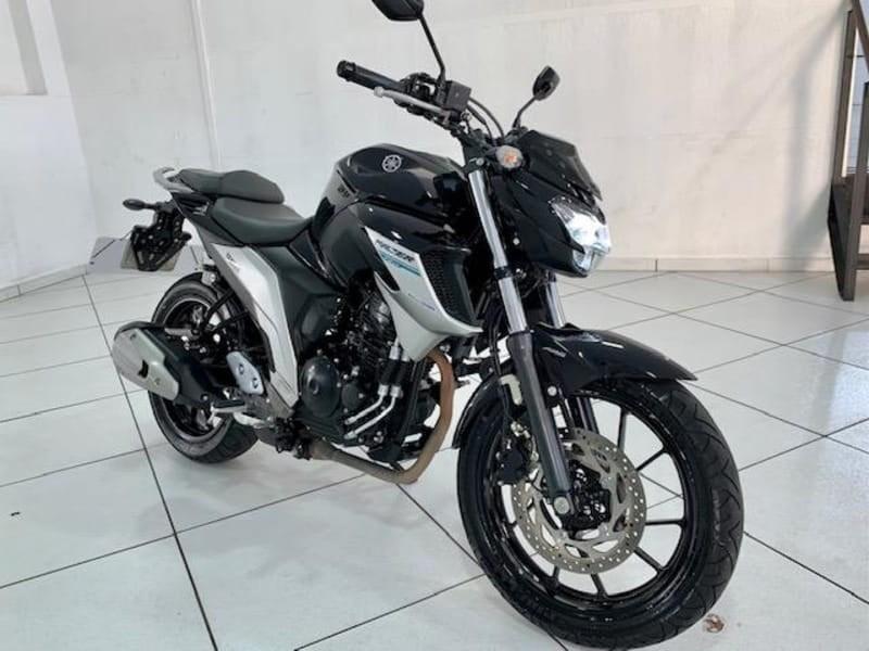 //www.autoline.com.br/moto/yamaha/fz25-250-fazer-flex/2019/porto-alegre-rs/14516439