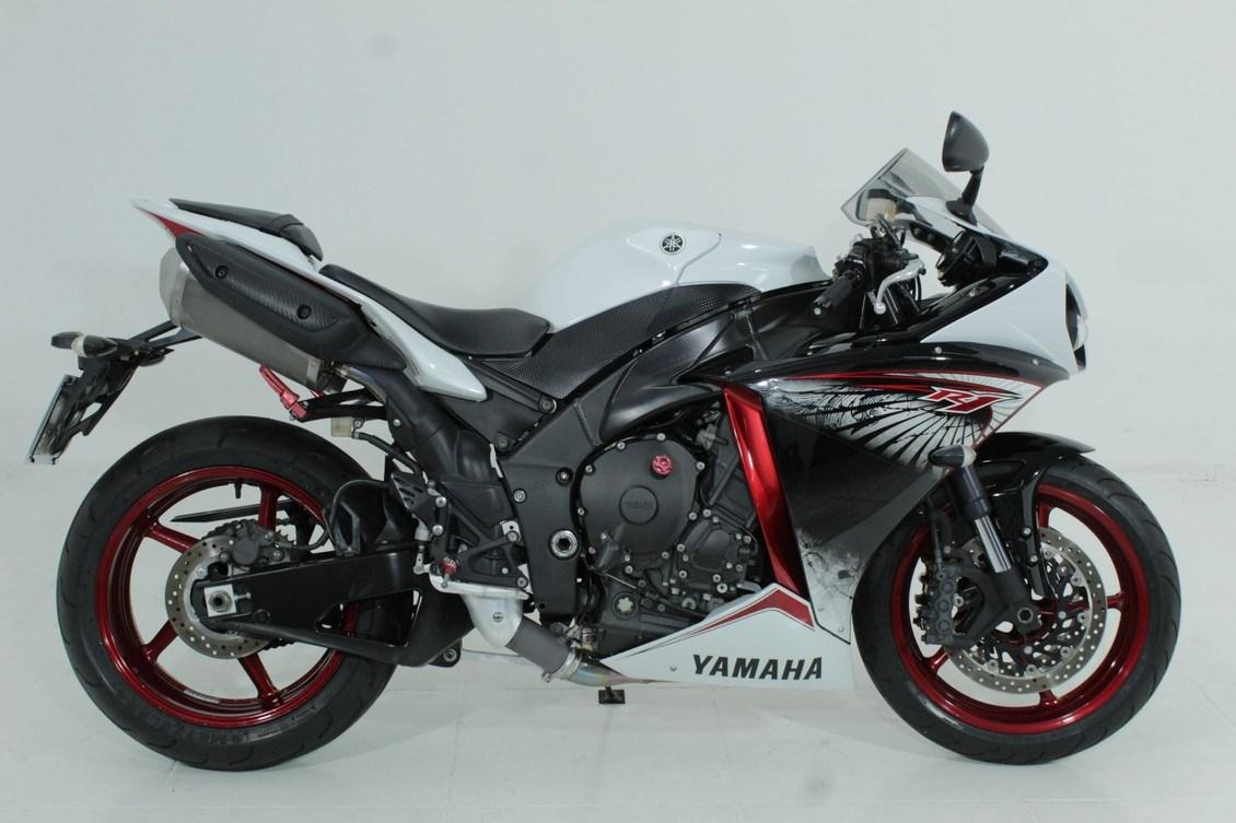 //www.autoline.com.br/moto/yamaha/yzf-r-1-1000-gas-mec-basico/2013/jundiai-sp/13372020