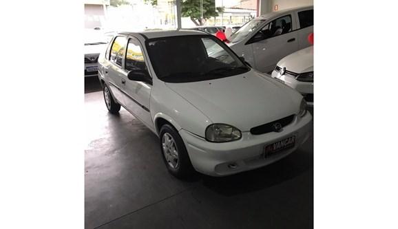//www.autoline.com.br/carro/chevrolet/corsa-10-a-sedan-classic-life-8v-alcool-4p-manual/2005/umuarama-parana/11384330/