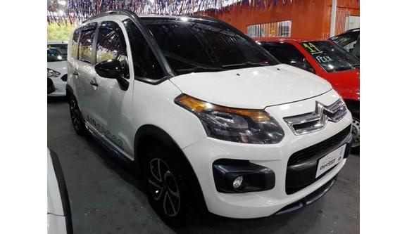 //www.autoline.com.br/carro/citroen/aircross-16-tendance-salomon-16v-flex-4p-automatico/2015/osasco-sao-paulo/11748196/