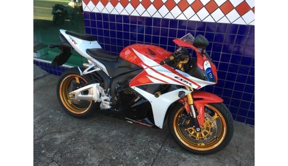 //www.autoline.com.br/moto/honda/cbr-600-rrstd-gas-mec-basico-/2012/maringa-parana/9669069/