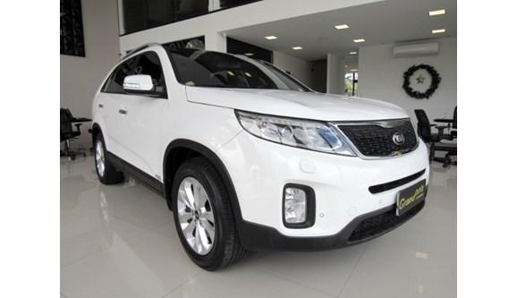 //www.autoline.com.br/carro/kia/sorento-35-4x4-at-ex-v-6-7lug-278cv-4p-gasolina-automatico/2015/curitiba-parana/13182713/