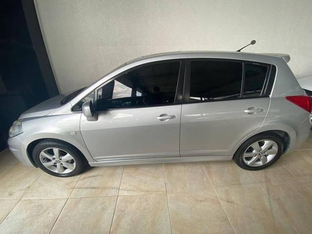 //www.autoline.com.br/carro/nissan/tiida-18-sl-16v-flex-4p-automatico/2012/manaus-amazonas/11741159/