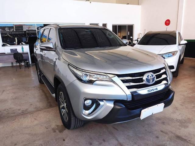 //www.autoline.com.br/carro/toyota/hilux-sw4-28-srx-7l-16v-diesel-4p-4x4-turbo-automatico/2016/uberaba-mg/14985876/